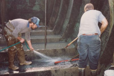 Steve-Meeks-and-Bobby-Graham-cleaning-a-xxx-circa-20xx-400x267